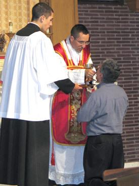 Holy Communion latinmass_priests_pic arkansascatholicorg